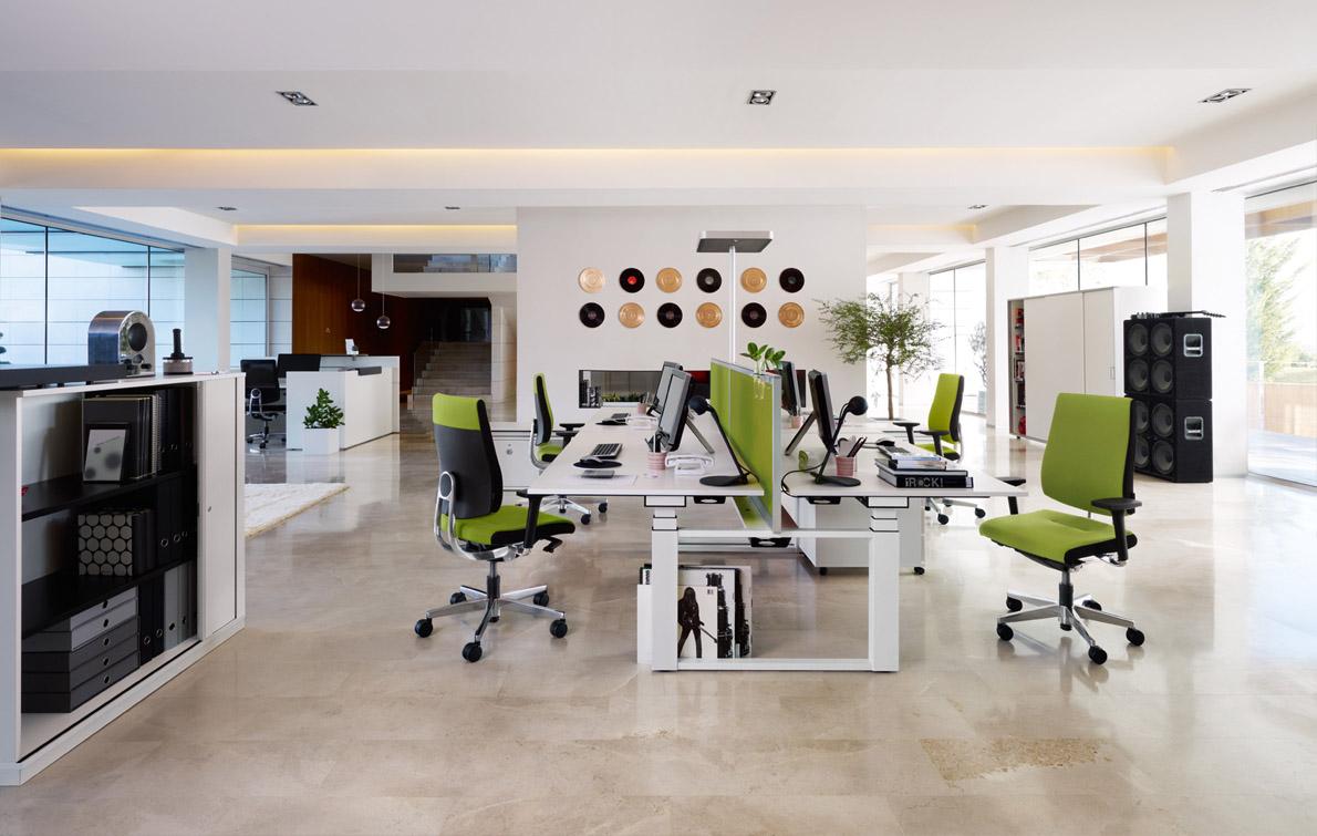 De kantoren in dit gebouw zijn ingericht met hoge kwaliteit Sedus ...